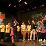 京楽、「ぱちんこ よしもとタウン」プレス発表会を開催 ~総勢268人出演、RTCにより演出を毎日更新