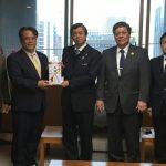沖遊協、沖縄県に首里城火災復旧支援寄付金を贈呈