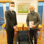 プローバグループ、障がい者支援活動としてきょうされん広島支部へ寄付金と車いす1台を寄贈
