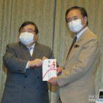 神奈川県遊協、県に対しマスク飲食推奨の鏡付きポップ10万個を寄贈